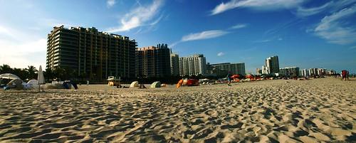 city blue sky people urban beach azul clouds buildings edificios sand cityscape florida miami playa arena explore cielo nubes fl miamibeach urbanlandscape miamifl explored thelastofmiami
