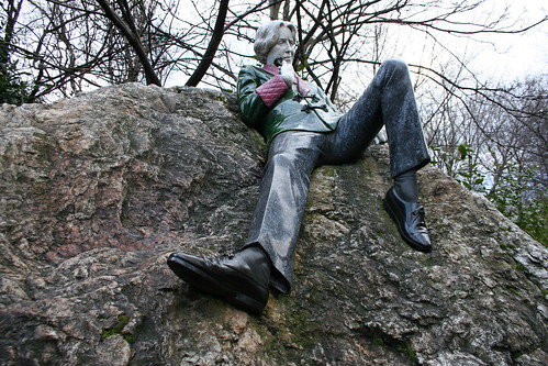 2010.02.26 Dublin 23 Merrion Sq Park 06 Oscar Wilde statue