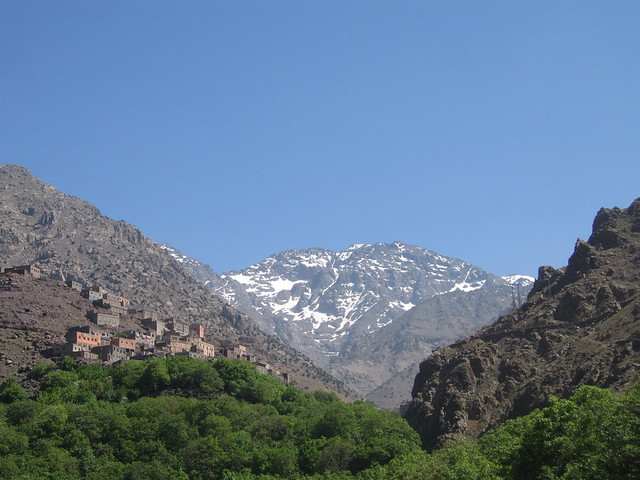 Looking up at Aremd and Mount Toubkal (جبل توبقال‎) on the walk from Imlil to Aremd