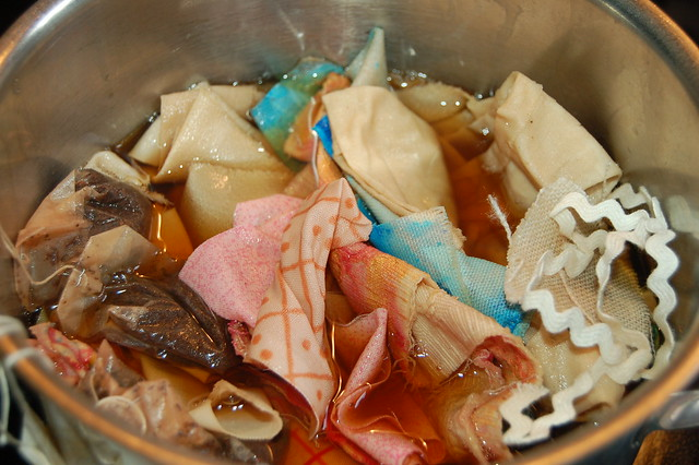 Dyeing fabric in tea