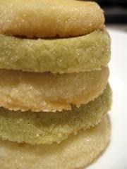 citrus(0.0), produce(0.0), icing(0.0), buttercream(1.0), baked goods(1.0), snickerdoodle(1.0), food(1.0), sponge cake(1.0), dish(1.0), dessert(1.0), cuisine(1.0), snack food(1.0),