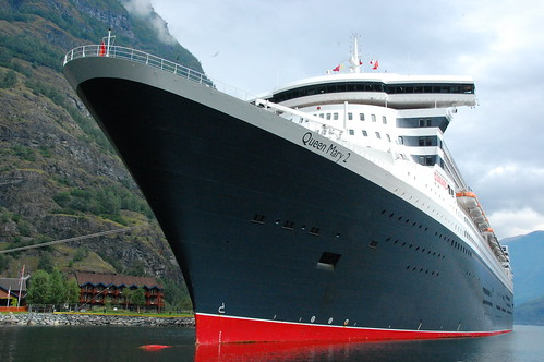 QUEEN MARY 2 IN FLAM