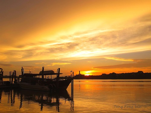 sunset silhouette canon boats gold scenery malaysia johor muar g11 greatphotographers peaceaward bandarmaharani canonpowershotg11 mygearandme mygearandmepremium mygearandmebronze mygearandmesilver mygearandmegold mygearandmeplatinum mygearandmediamond tfltfl