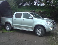 automobile(1.0), pickup truck(1.0), wheel(1.0), vehicle(1.0), truck(1.0), toyota hilux(1.0), bumper(1.0), land vehicle(1.0),