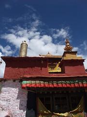 Toits et bannière de victoire au monastère de Yongbulakang