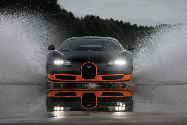 Bugatti-Veyron-16_4-Super-Sport-front-view