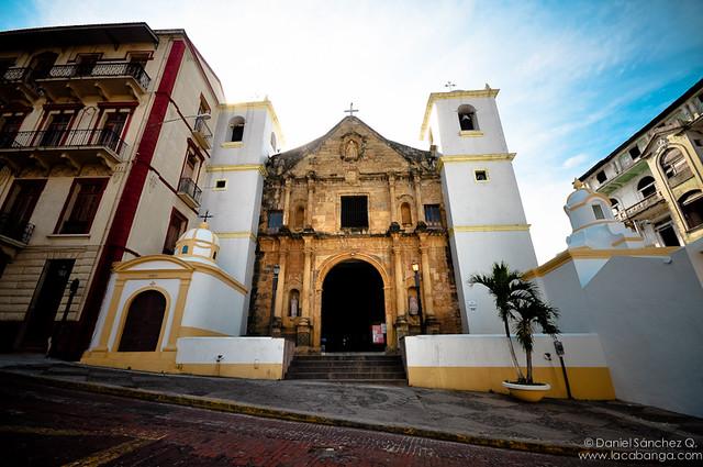 Iglesia a las puertas de la ciudad