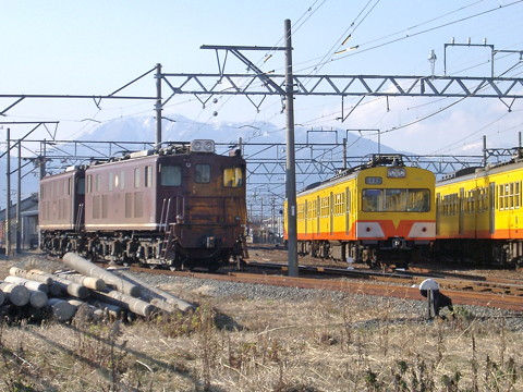 鉄道事故:三岐鉄道のディーゼル機関車が脱線 富田駅で繰り返す/三重