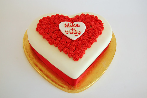 Beautiful Heart Cake Images : Beautiful Rose Heart Cake   Beautiful Birthday Cakes