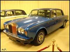 model car(0.0), rolls-royce camargue(0.0), convertible(0.0), automobile(1.0), automotive exterior(1.0), rolls-royce(1.0), rolls-royce corniche(1.0), vehicle(1.0), rolls-royce silver shadow(1.0), rolls-royce corniche(1.0), bentley t-series(1.0), antique car(1.0), sedan(1.0), classic car(1.0), land vehicle(1.0), luxury vehicle(1.0),