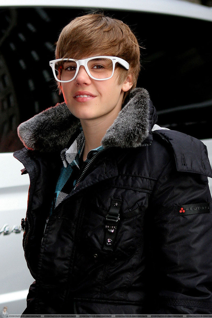View Justin Bieber Wearing Glasses Images
