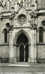 Nidarosdomens Kongeinngang / Royal Entranceway to the Nidaros Cathedral (ca. 1915)