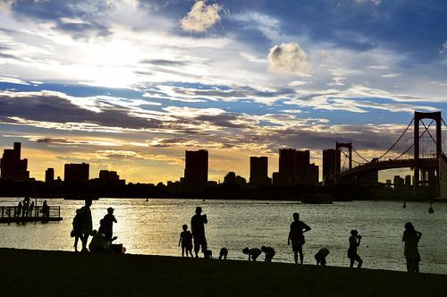 city bridge sunset beach silhouette tokyo odaiba rainbowbridge gettyimagesjapanq1