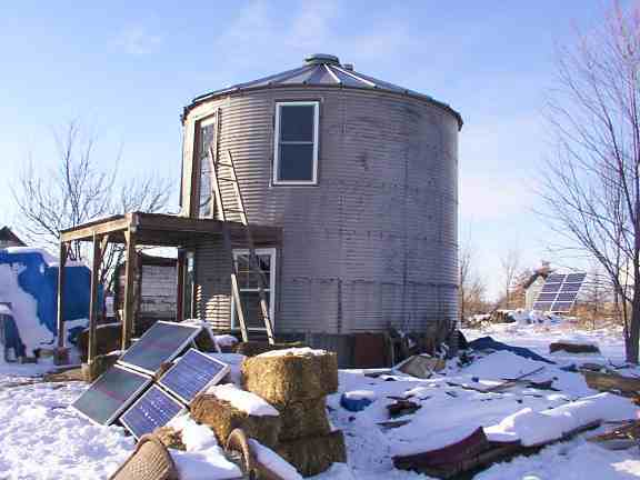 Grain bin house 011 flickr photo sharing for Homes made from silos