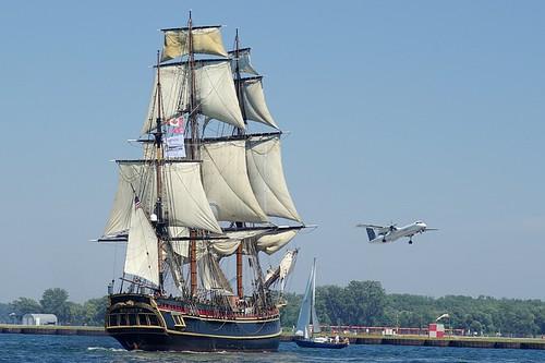 IMGP0817 HMS Bounty and Porter Q400