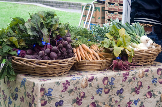 At the Farmer's Market | 7 Free Things To Do in Portland, Oregon | packmeto.com