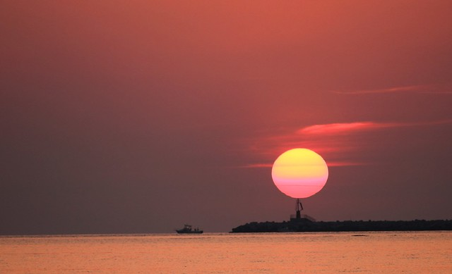 Sunrise over the lighthouse - Sole nascente sul faro