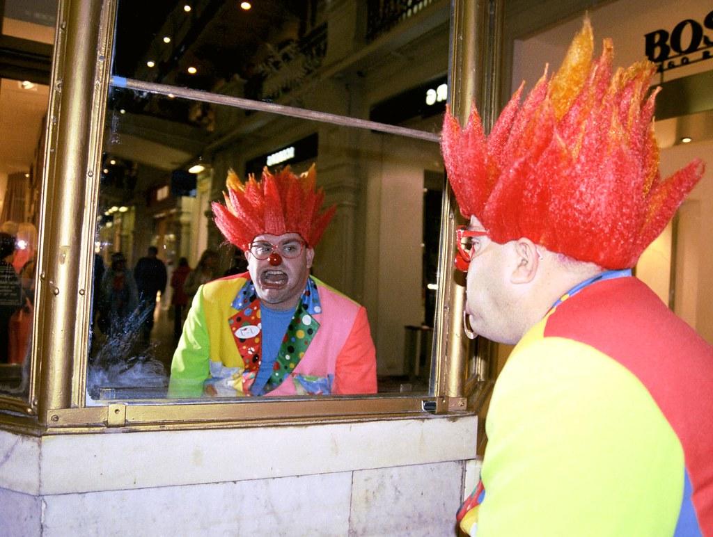 JJ 2(John Glick/Russia Clown Trip 2004)