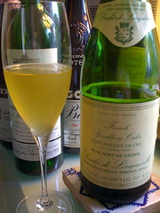 champagne(1.0), liqueur(1.0), white wine(1.0), drink(1.0), alcoholic beverage(1.0),