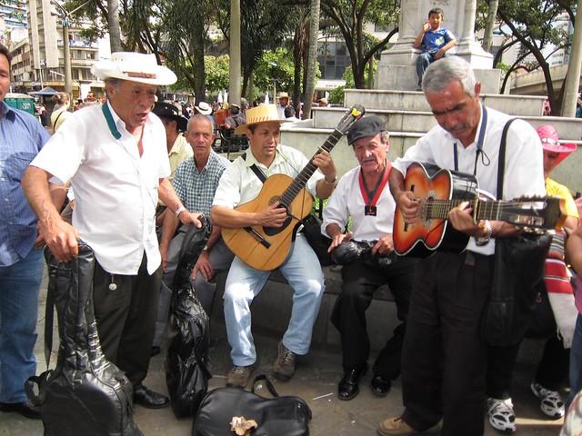 Local musicians in Parque Berrio