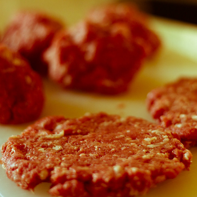 raw hamburger color assessment