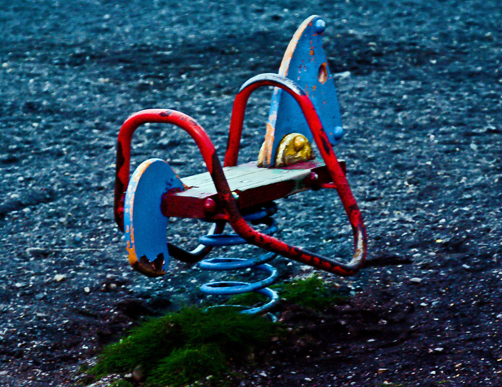 23 Creepy Pictures Of Abandoned Playgrounds
