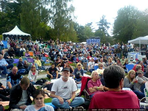 audience waiting for bob dylan & john mellencamp @ edgefield   2010 08 29   DSC03639