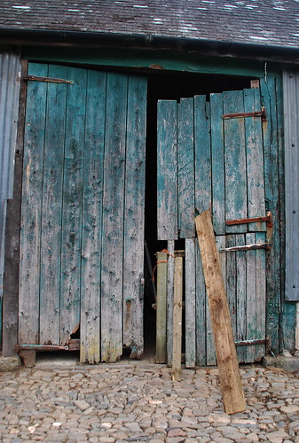 Barn Doors, Cefndyrys
