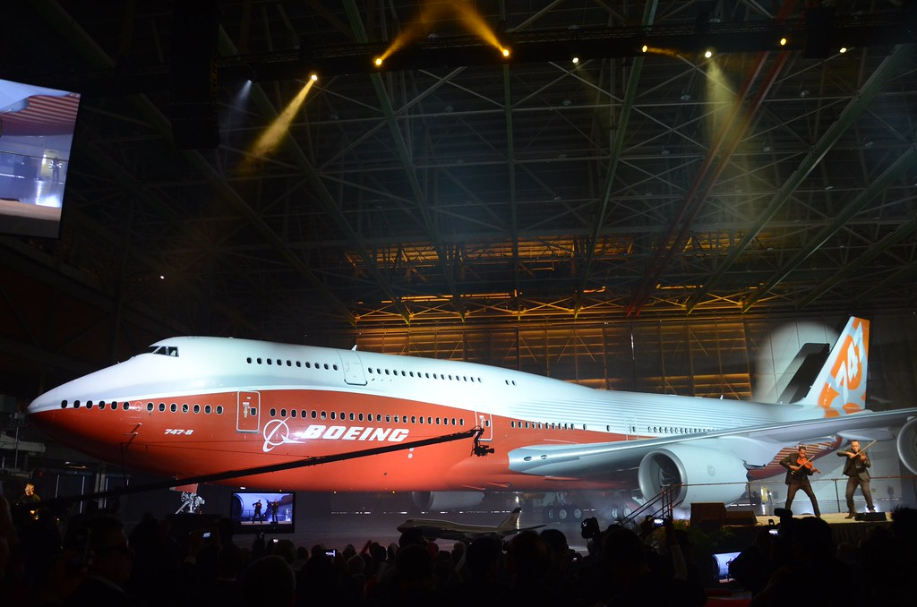 Photo of Note: Boeing unveils sunrise 747-8I colors