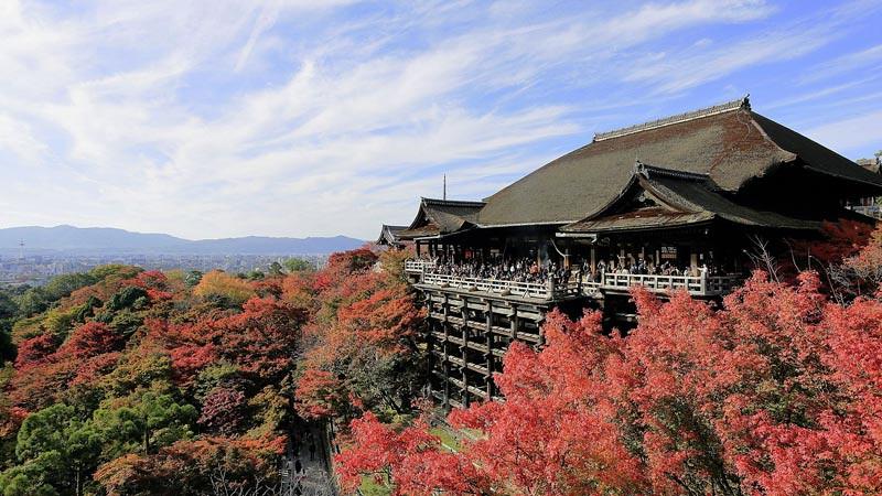 Vihara Kiyomizu (Kiyomizu-dera) di Kyoto, Jepang.
