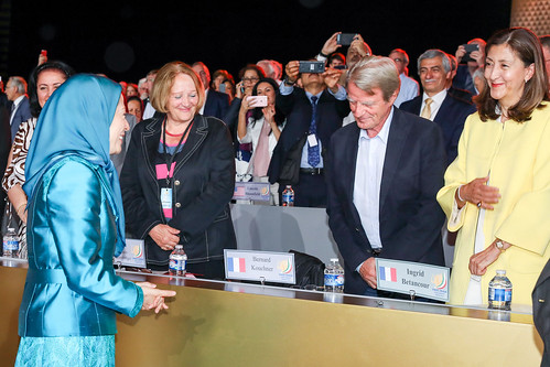 Maryam Rajavi welcomes personalities and supporters of the Iranian Resistance