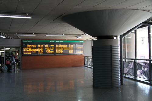 Panel con horarios de salida y llegada en la Estación de AVE de Madrid Puerta de Atocha