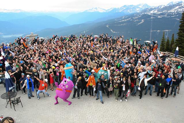 รูปประวัติศาสตร์ของ Mozilla Summit 2010 ขึ้นมาถ่ายกับเขาด้วยเลยไม่ได้มีรูปข้างล่าง