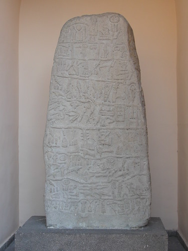 DSCN7781 Inscription hittite hiéroglyphique