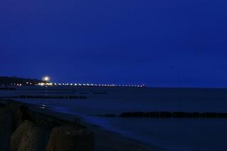 Kołobrzeg - Plaża wschodnia 샌 디 비치 의 이미지. blue sea sky beach lights