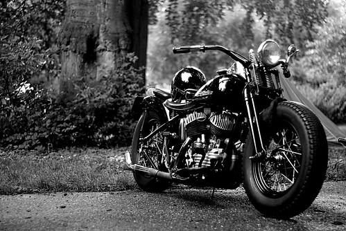Harley-Davidson BigTwin Flathead - De Oldtimers Rally Rijswijk 2010 by Erik B Photography