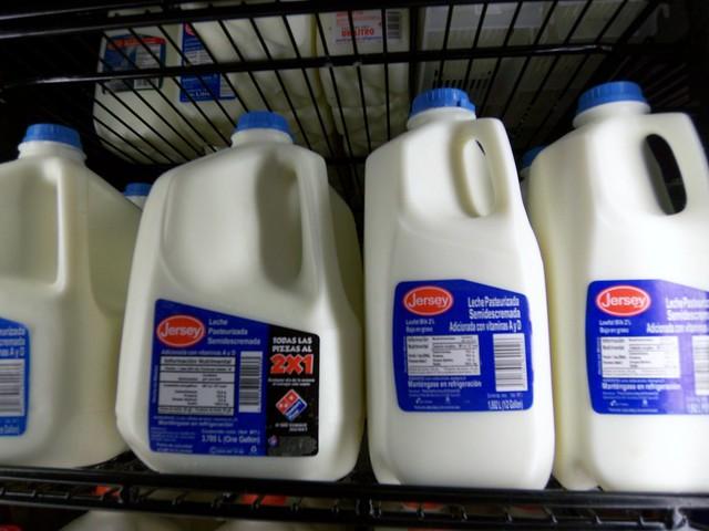 Hay que comprar leche 5:57AM