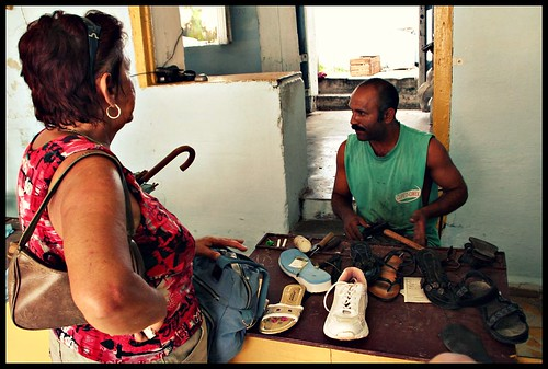 Zapatero de Cuba - fixing your broken shoes in Trinidad.
