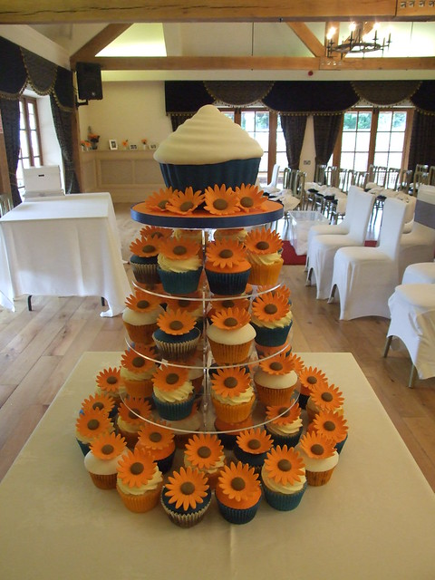 Gerbera wedding cupcakes and cutting cake Giant cupcake cutting cake with