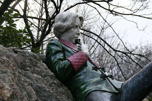 2010.02.26 Dublin 23 Merrion Sq Park 11 Oscar Wilde statue