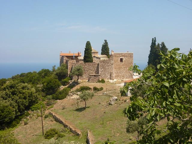 受胎告知修道院位于斯科派洛斯东边的险峻山坡处,约修建于1712年.