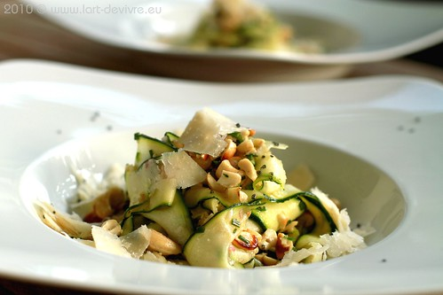 zucchini cashew salat mit parmesan l 39 art de vivre. Black Bedroom Furniture Sets. Home Design Ideas
