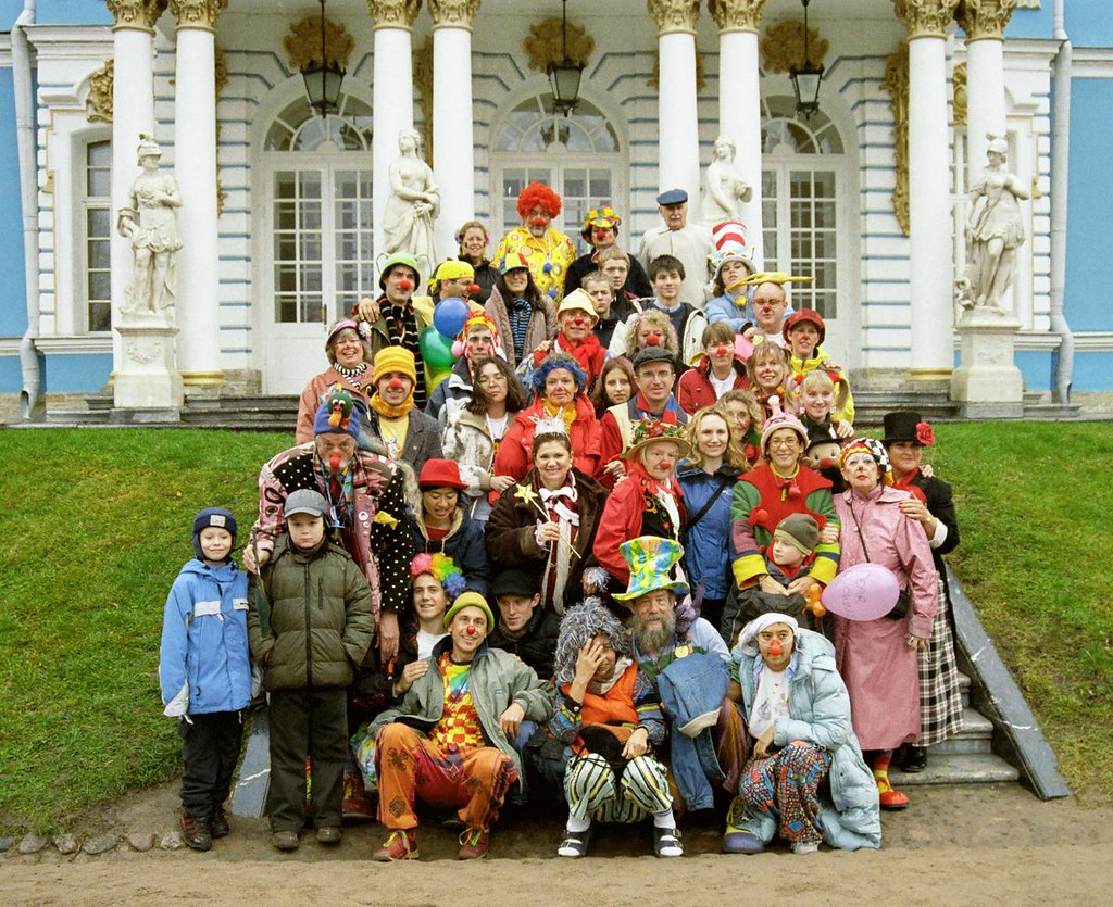 Group Shot 3(John Glick/Russia Clown Trip 2004)