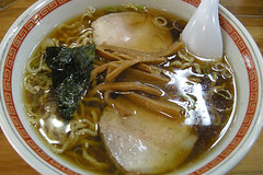 noodle(1.0), lamian(1.0), okinawa soba(1.0), ramen(1.0), noodle soup(1.0), kalguksu(1.0), food(1.0), dish(1.0), soup(1.0), cuisine(1.0), chinese food(1.0), udon(1.0), soba(1.0),