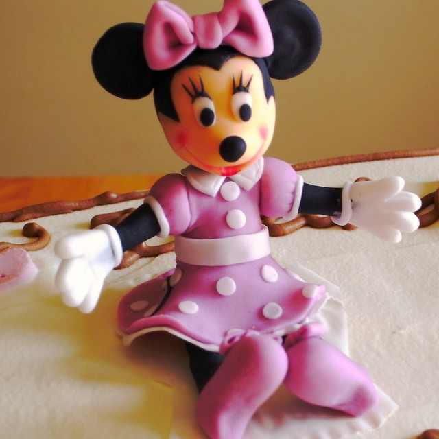 fondant minnie mouse cake