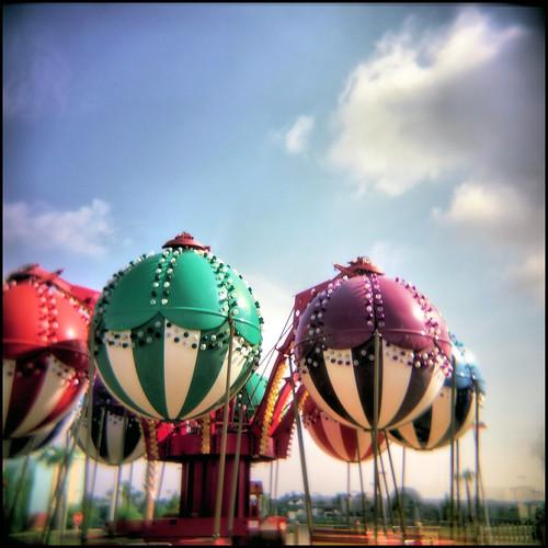 film florida colorphotography squareformat panamacitybeach holga120n balloonride pierpark tonemapping fuji160cfilm miraclestripatpierpark corelpaintshoppro3x