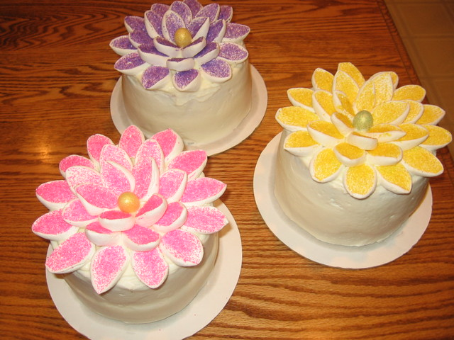 MARSHMALLOW FLOWER CAKES This idea came from somewhere ...