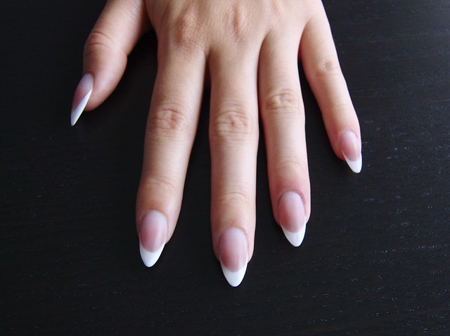 Francia mandula műköröm / Almond shape French acrylic nails