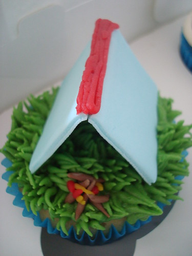 Caravan/Leisure park themed cake and cupcakes
