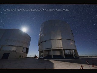 The Milky Way Sets behind the VLT [video]